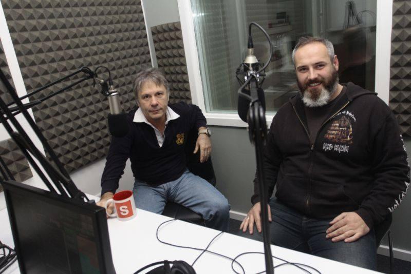 Bruce Dickinson i Džemal Bijedić u studiju Radija Sarajevo (foto: Facebook)
